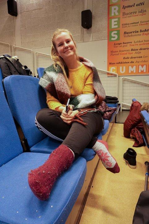 MED FOTEN HØYT: Borghild Kavli skadet foten da hun øvde inn et nummer til revyen. Men hun bedyrer at hun er klar til helgens to forestillinger.