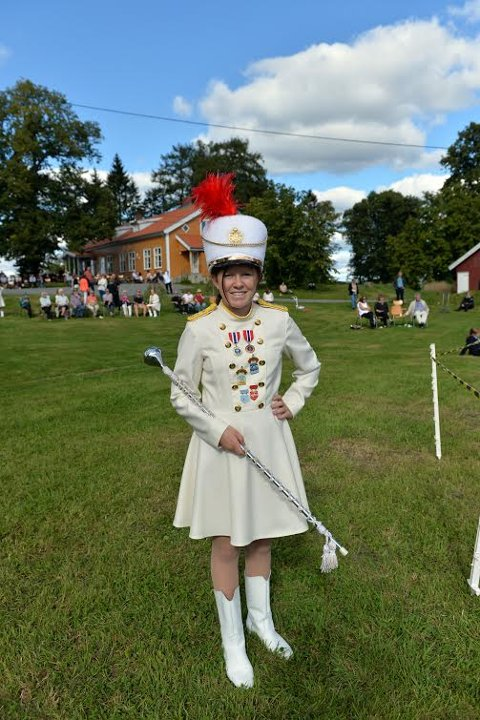 Tamburmajor: Marielle Olsen (13) fra Bjørkelangen, har vært drillpike i 6 år. Synes det er kjempegøy å drille, og være sammen med de andre. Plass til flere drillpiker sier hun. Alle foto: Marit R. Karlsen