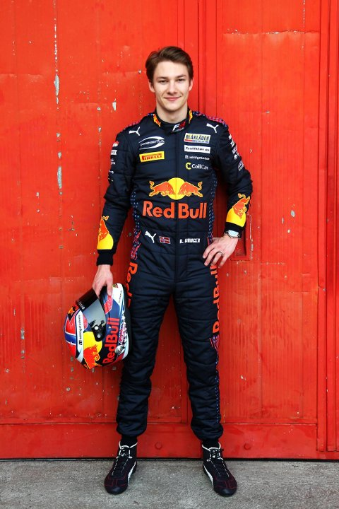 KAN SMILE IGJEN: Etter en tung helg i Belgia for en uke siden, slo Dennis Hauger tilbake og kjørte inn til raskeste rundetid og Poole position i søndagens løp i årets nest siste runde av Formel3-mesterkapet. Det ga fire nye, viktige poeng i kampen om sammenlagtseieren.