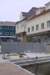 STENGJER UTSYNET: Ein todelt mur vil stengje noko av utsynet frå torget til Mølledammen. ()