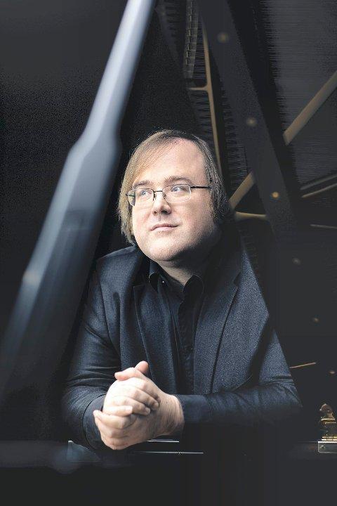 PIANIST: Christian Ihle Hadland er en ettertraktet musiker, som blir å høre mange ganger under Glogerfestspillene.