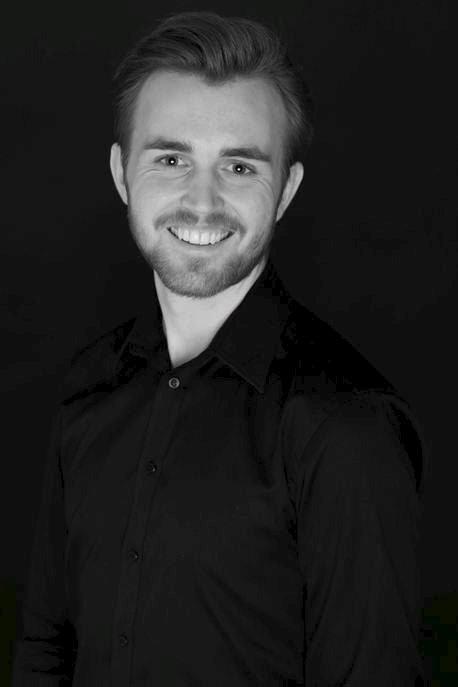 Fra Fredvang: Kristian Johan Gjertsen (22) har nylig flyttet til Fredvang for å ta master i musikkteater ved Mountview Academy of Theatre Arts i London. Ifølge Fredvang-gutten er det en av de ledende skolene innenfor teater i landet.Foto: Line Becker