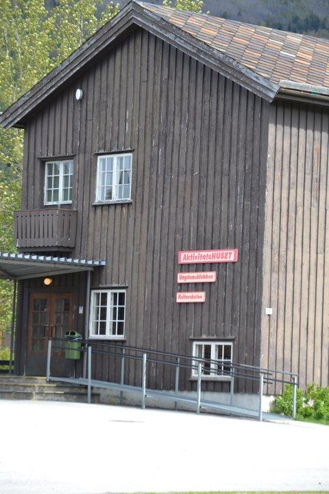 Både Skogbygda og Skårvangen Grendehus og Aktivitetshuset har brannalarmsystem som ikkje held mål. Desse blir nå skifta ut.
