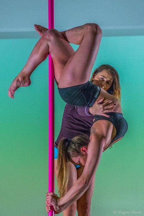 SIRKUS: Poledance kommer opprinnelig fra kinesisk sirkus. Da var det menn som utførte triksene. - Mange menn driver med poledance. Tromsømenn er hjertelig velkommen, sier Ania.