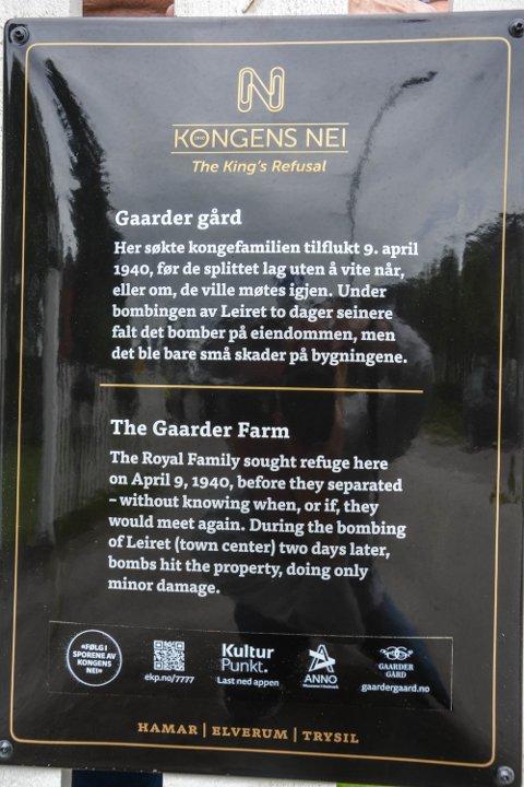 SKILT: Svarte skilt med gullskrift og duobindersen (N) er felles for alle skiltene som i disse dager er satt opp i Leiret.