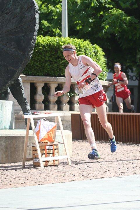 MER TIL SKOGS: Jon Aukrust Osmoen fra Os vil løpe mindre i byen og mer i villmarka det kommende året.  FOTO: ERIK BORG
