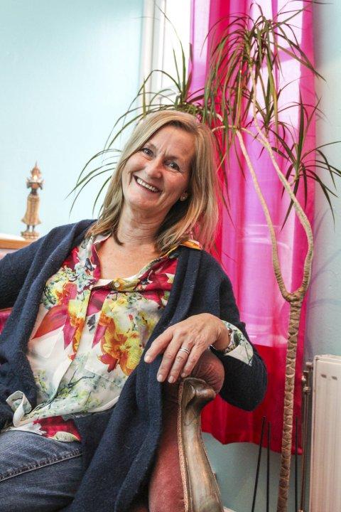 Starter nytt tilbud: Berit Lind Jørgensen på Tjøme har hatt en lang periode borte fra arbeidslivet. Nå skal hun imidlertid bruke både egen arbeidserfaring og livserfaring inn i et nytt tilbud i byen, lavterskel familieveiledning i Villa Alvetre. Foto: Nina T. Blix
