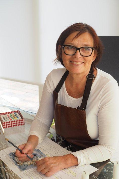 """Møte: Kari Elisabeth Haug har med bilder fra utstillingen """"Kvinner i kunsten og det første møde"""" til Galleri Midtstuen 2. mars."""