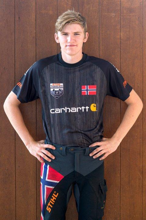 Buraas: 18 år gamle Simen Jensnes Buråas har tatt opp arven etter sin far, Knut Reider, når det gjelder å håndtere motorsager.