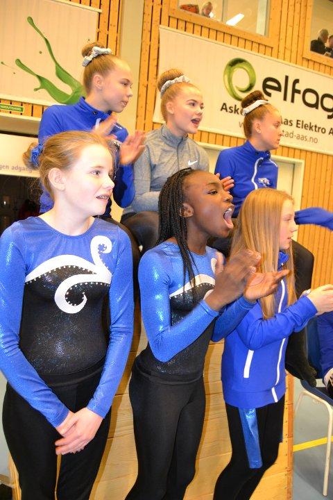 Heiet fram. Bak fra venstre: Kamilla Kamben Byrkjeland (16),Tuva Lehne (16), Eirin Eriksen (15), foran fra venstre, Anniken Engen Gjør (11), Sally Bukuru (11) og Nora Dadley glad (11) heier fram lagkameratene som konkurrerer i trampett. Disse jentene trener 3-4 ganger i uka.