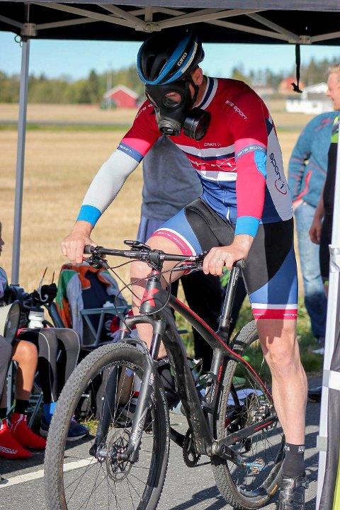 ALDRI MER: Flemming Kristiansen angret fra første tråkk på at han valgte å sykle med gassmaske.
