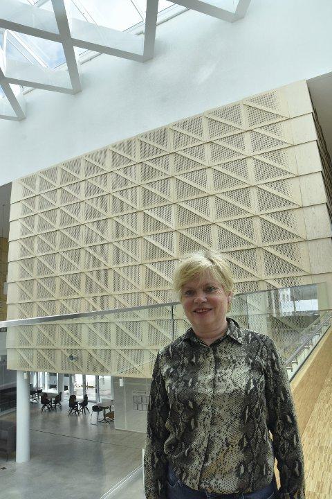 LØP OG SØK!: Bodil Vekseth og Steinkjer næringsselskap har nå fått nærmere 6 millioner som skal deles ut som koronakompensasjon til bedrifter i Steinkjer.
