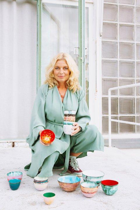 KOMMER: Kunstner Camilla Prytz er kjent for sine smykkekolleksjoner, nå gjester hun Kragerø med en kolleksjon emaljeboller som tok Oslo med storm i forrige uke.