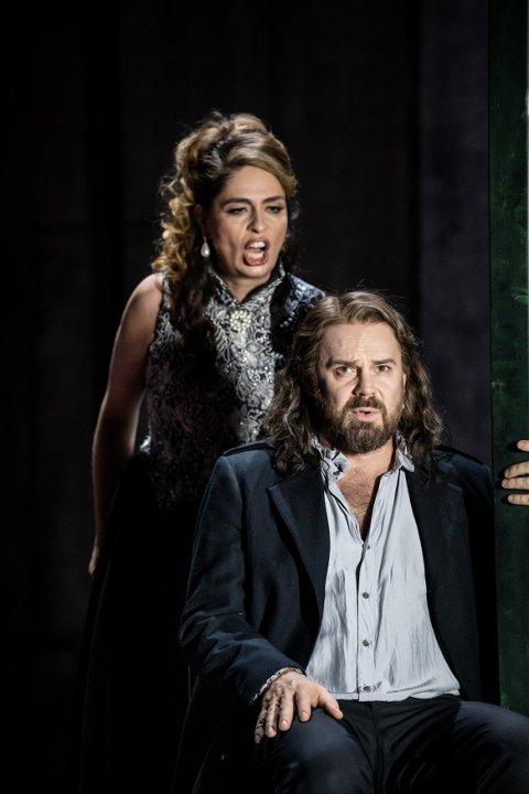 HOVEDROLLE: Kjetil Støa spiller tittelrollen i Folkoperans versjon av «Don Carlos» av Verdi. Her sammen med Andrea Pellegrini i rollen som prinsessen Eboli.