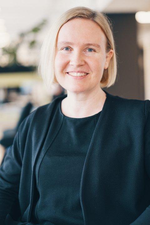 VIL HA FLERE: Kommunikasjonsleder i Norsk Elbilforening, Unni Berge, mener kommunene må sørge for at det blir flere ladestasjoner, både i distriktene og i byene.