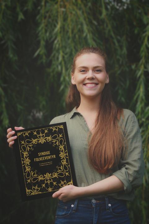 FOLKEEVENTYR: Madicken Schei (25) står bak boken «Syndige folkeeventyr».