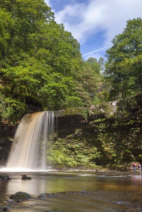 Det er flust med fossefall i nasjonalparken Brecon Beacons, sør i Wales. Dette er Sgwd Gwladys, også kalt Lady Falls.