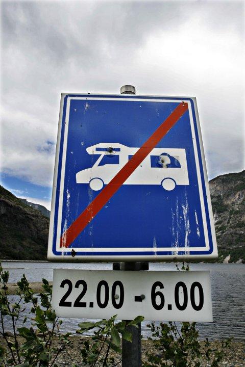 REGULERT: I utgangspunktet kan man parkere bobilen overalt, såframt det er plass. Samtidig kan det være lokale reguleringer som begrenser dette.