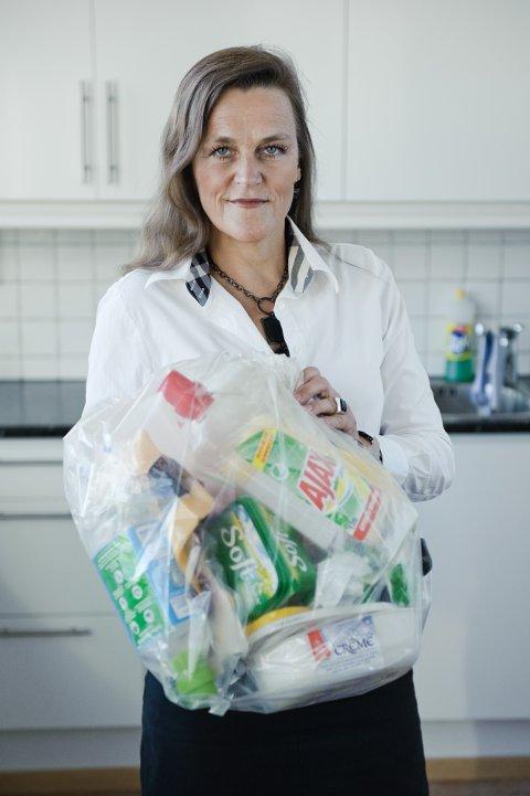Jaana Røine i Grønt Punkt Norge forteller at emballasje spiller en viktig rolle i kampen mot matsvinn. Dessuten kan plasten gjenvinnes og brukes igjen mange ganger.