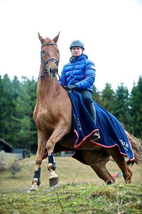Sterke: Hans Bauer er nordisk mester med hesten Præstegårdens Leopold. I helgen ble de kun slått av en tysk verdensmester.FOTO: METTE SATTRUP