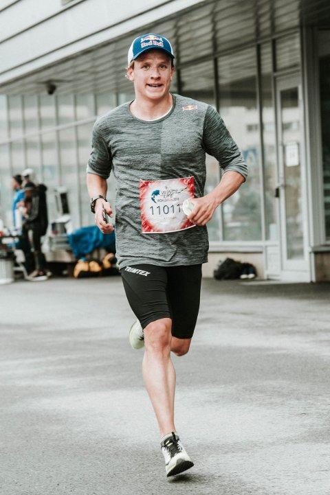 Viktig sak: Kristian Blummenfelt (24) var med å fronte årets løp og deltok selv under fellesstarten rundt Store Lungegårdsvann. – Det var utrolig kjekt å være med og støtte en slik god sak, sier Blummenfelt.
