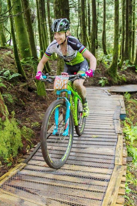 Sundag syklar Gunn Rita Dahle Flesjå i Horve, og gir samtidig gode råd og tips til alle som har lyst å bli betre terrengsyklistar.