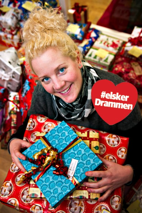 SAMLER INN TUSENVIS AV JULEGAVER: I 2012 startet Anikken Hjelde opp julegaveinnsamling til fattige barn i Drammen. I fjor samlet hun inn 3600 gaver til barn som kanskje ellers ikke ville fått en eneste en på julaften.