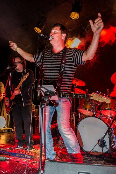 Etter en rolig innledning på åpningsdagen, rocket Læffen Band i gang senkvelden i Gamlebyen Kulturhus.