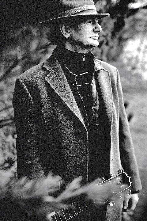 Elias Akselsen skal synge Hank Williams' kristne sanger på norsk.