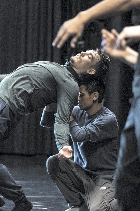 Realiserer dansedrøm: Stian Bergdølmo har drømt om å reise på turné siden barndommen. Denne uken har han turné med stykket «Orbo Novo». FOTO: MARTE NORDAHL