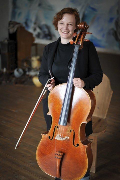 CELLO: Lisa Isabel Holstad arrangerer den fjerde utgaven av «Cellolyd i Lofoten» denne uken.