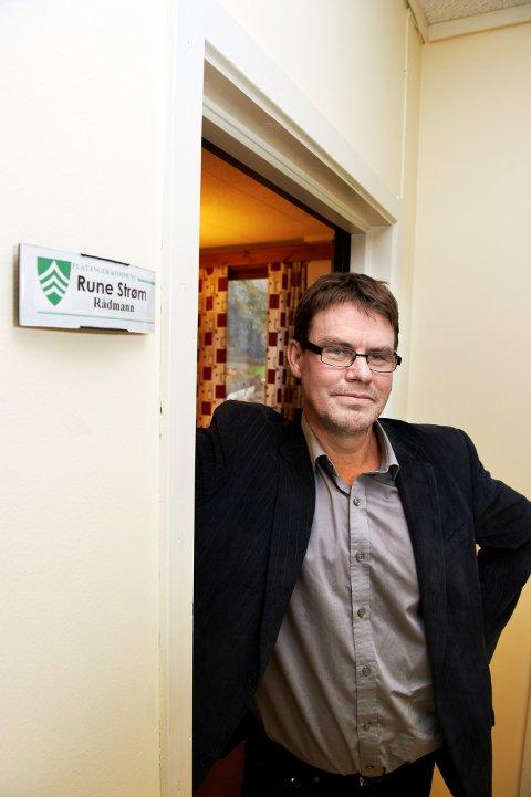 GRUNN TIL Å SMILE: – Vi har fått veldig god uttelling av Havbruksfondet. Dessuten ble det et rimelig lønnsoppgjør i fjor, sa rådmann Rune Strøm da han presenterte regnskapet for 2020.