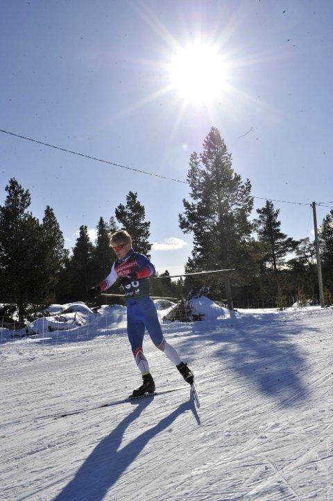 FÅR IKKE KONKURRERE: Mats Tranås og de andre skiløperne får kun konkurrere innad i egen klubb.  Det som følge av de nye koronareglene fra skiforbundet.  Dette bildet er fra junior-NM i 2019. Hvorvidt årets junior-NM kan arrangeres er helt uvisst.
