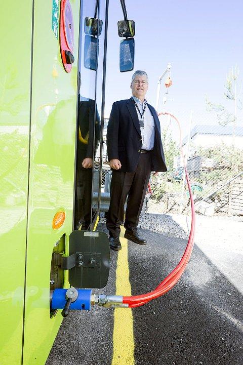 Bussene fyller seg neste selvmed den miljøvennlige Biogassen.