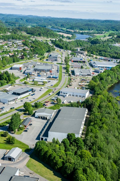 Flyfoto fra mai 2014 viser Elveveien og Stubberød