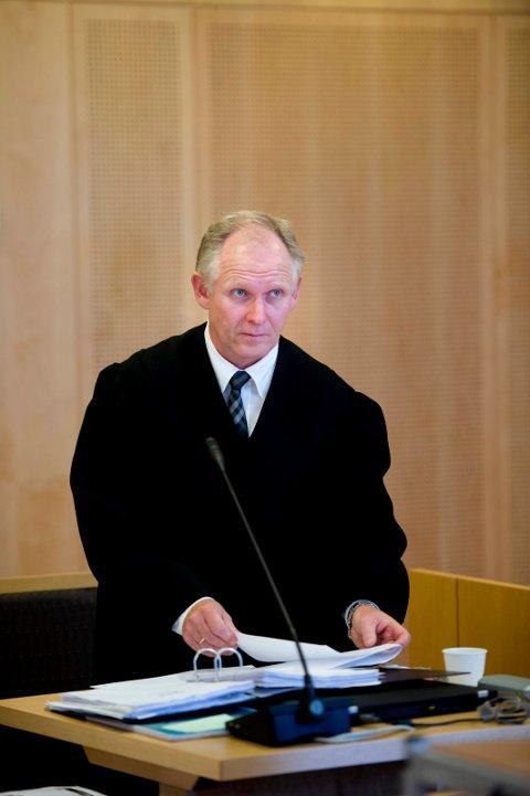 PEPPER: Advokat Rune Gaustad mener at Morten Svendsen har fått urettmessig mye pepper i saken om det gamle kommunelokalet i Stasjonsbyen.