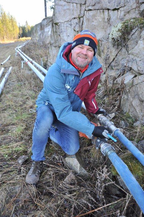 ARBEIDSBESPARENDE:Richard Palmgren viser fram den nye rørgata i Trollparken.