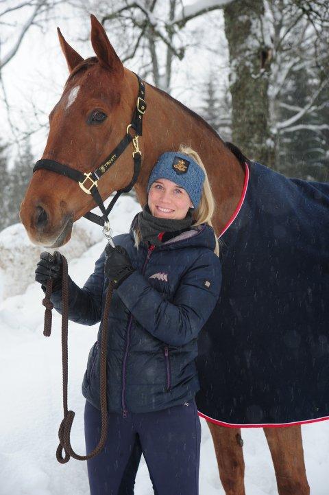 RUTINERT: Marte Svenkerud er konkurranserytter og rideskolesjef, og eier selv dressurhesten Skoglys Wivienne.