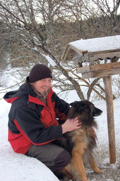 SJAMAN: For sjaman Morten Storeide er vintersolverv en av de viktigste høytidene. Da feirer de at sola snur.