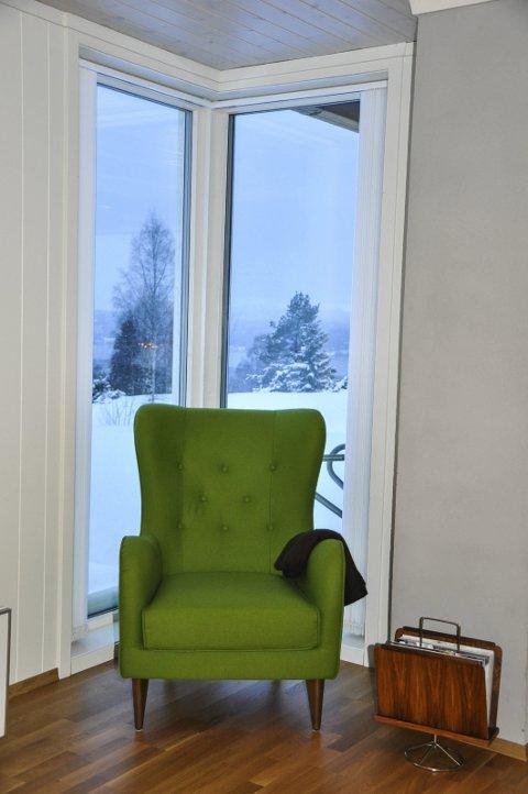 GRØNT: En grønn lenestol er et blikkfang i hjørnet.
