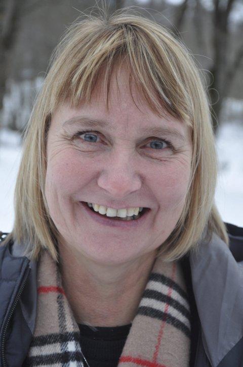Hilde Christophersen (mamma): - Jeg er overveldet over hvor målrettet Nora er. Da hun var ti år bestemte hun seg for at hun skulle spille på landslaget og delta i Ungdoms-OL på Lillehammer. Hun trener 10–15 økter i uka og blir aldri lei.