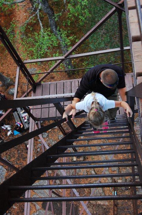 KILER I MAGEN: En klatretur til hytta på toppen av tårnet, kan være utfordrende og spennende. Belønningen er en formidabel utsikt.