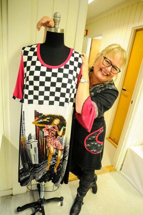 GJENBUK: Anne Irene Kretz Rølandet syr kjoler av brukte tekstiler.