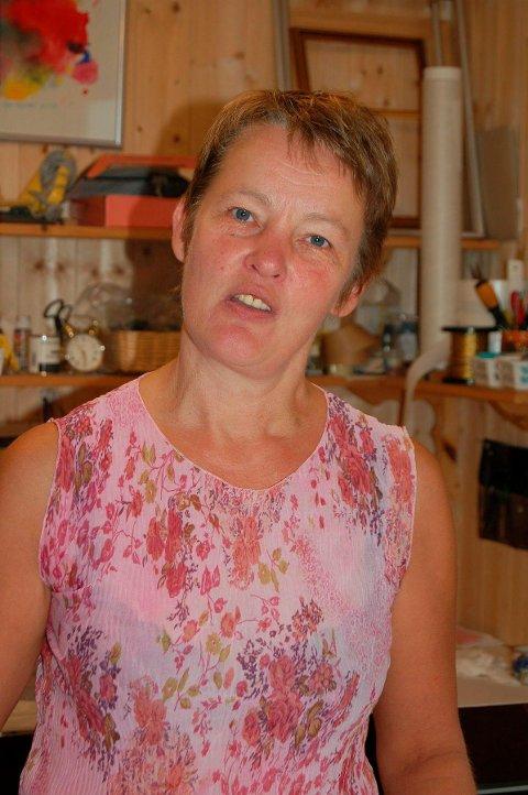 TRADISJON: Hulda Berre på Ramberg mener formannskapet i Flakstad ser bort fra en tradisjon langs kysten om å bygge burom til mannskapet.