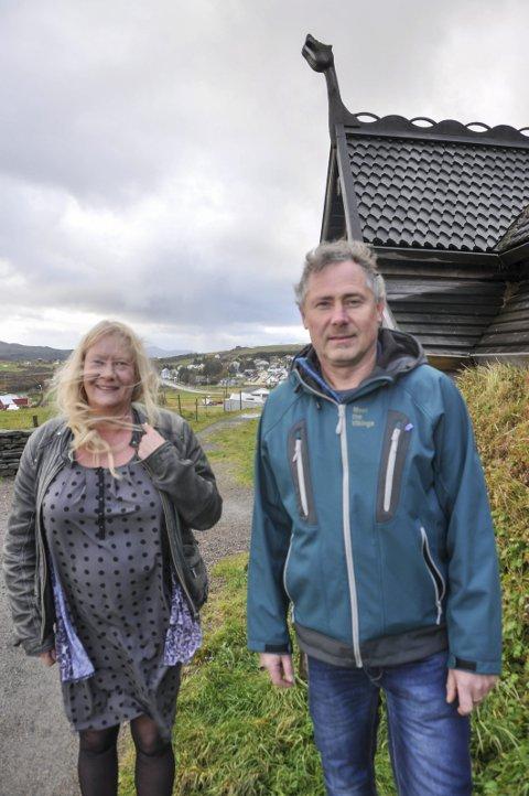 UTBYGGING: - Vi ønsker å skape enda flere spennende opplevelser, sier avdelingsdirektør Marion Fjelde Larsen ved Lofotr vikingemuseum. Her sammen med økonomisjef Ole Martin Hammer.