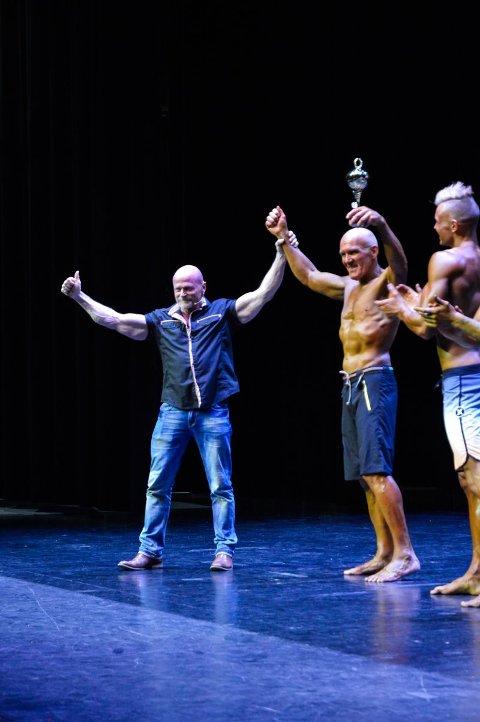 KUL BESTEFAR: Nils Harald Moe storkoste seg under konkurransen i Sandefjord sist helg. Nå håper han å stille i NM i fitness til høsten.