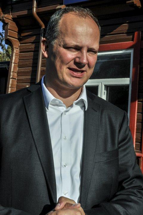 FØLGER MED: Ketil Solvik-Olsen (Frp).Arkivbilde