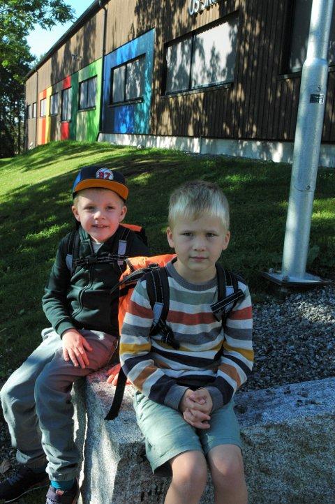 FORVENTNINGER: De to kameratene Isak Dybedahl Belseth og Mikkel Andreas Ringnes var fulle av forventninger til skolestart på Os skole. Til