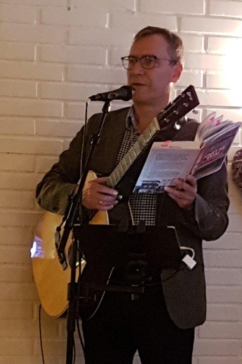 """Per Vollestad sang, spilte og fortalte fra boka si """"Livet på Grini"""" på Medlemsmøte i Sokna Pensjonistforening 07.10.2020"""