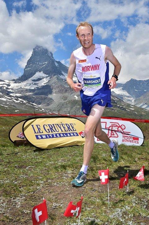 SVEITS: Her løper Håkon Skarsholt under EM i motbakkeløp i Zermatt.